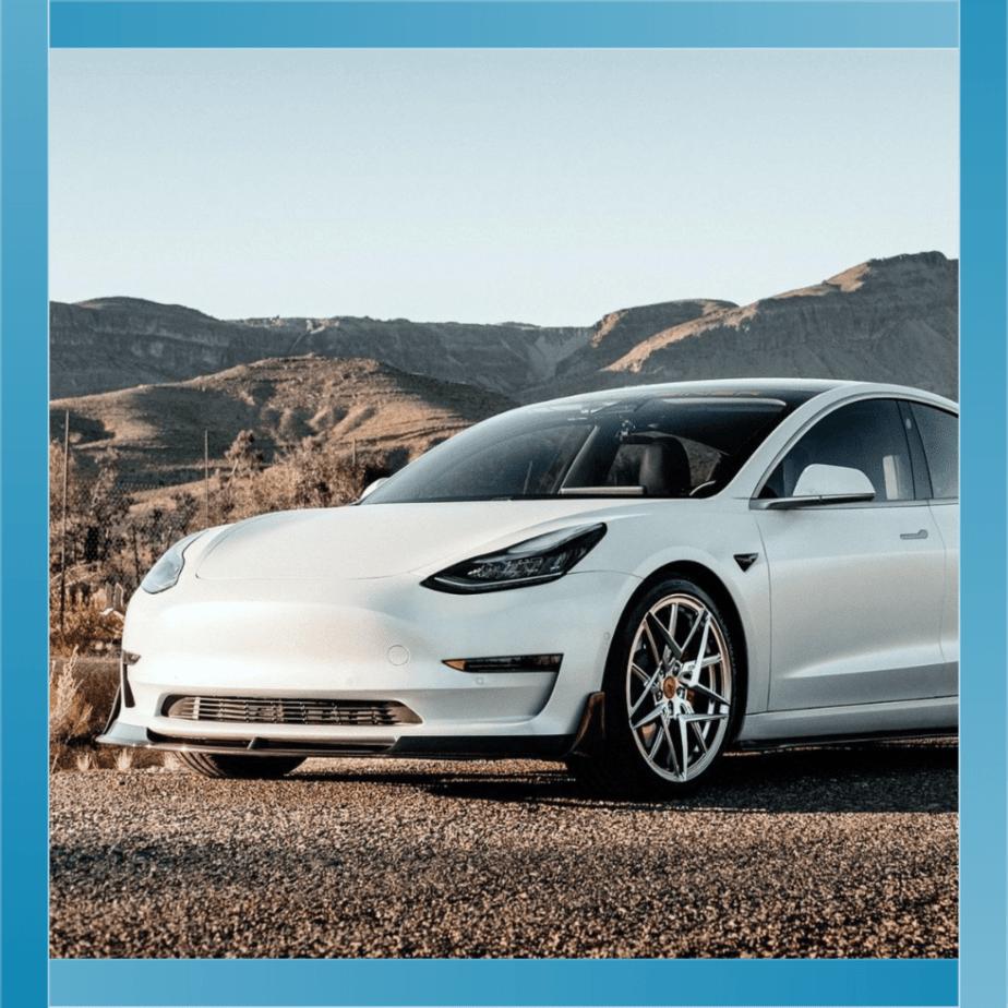 Cat platesc CASCO la Tesla Model 3?